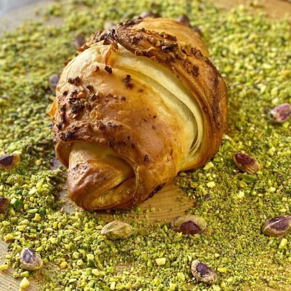 Cornetto di sfoglia-tritato-scottona-pistacchio-formaggio filante-Salice Group
